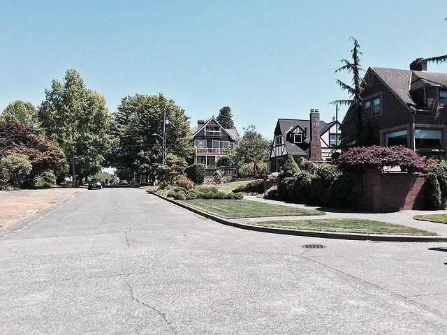 シアトル郊外の住宅街。